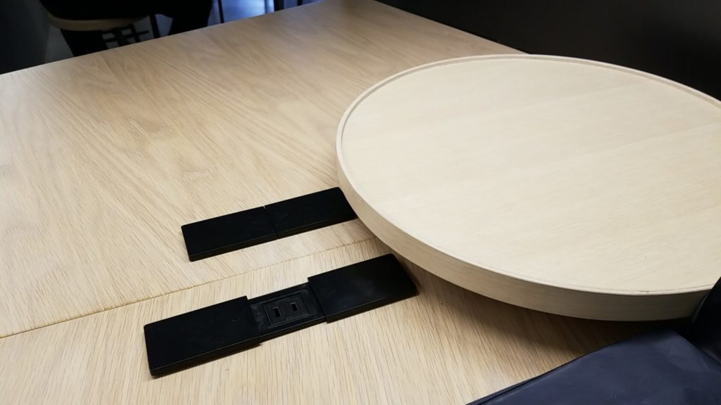 1Fのテーブル