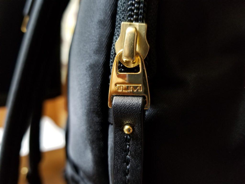 金具のロゴ